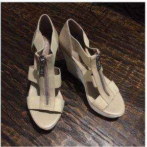 New Charles David Wedges Sandals size 8